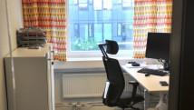 """Tyrens. Kontorsrum och """"Piano"""" textil av Anneli Linder [Foto Vendela Linder © Kapitän]"""